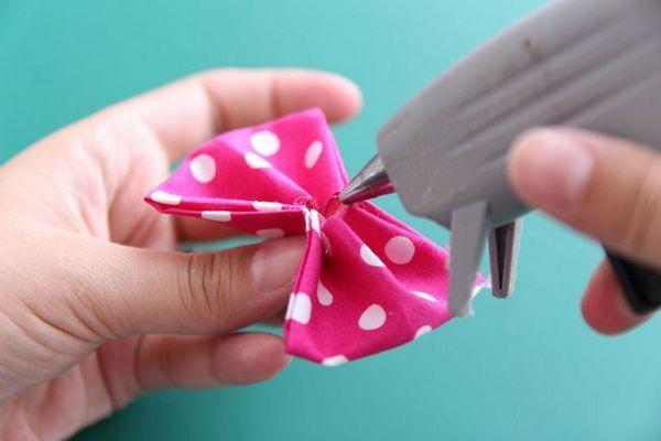 DIY ट्यूटोरियल: कैसे एक सी-बो बो टाई बनाने के लिए